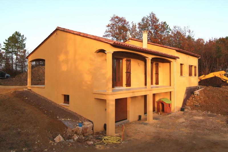 Maison avec sous sol plan au sol du plan de maison en l for Plan de maison avec sous sol